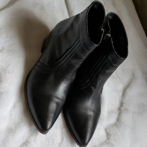 Matisse black size 10 M ankle boots